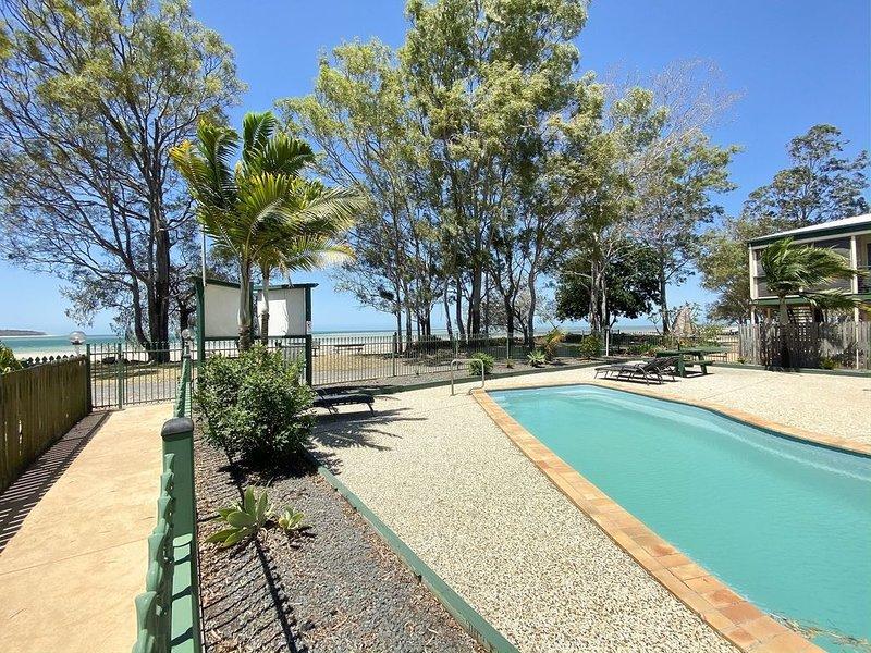 San Marco Villa 3 - Burrum Heads - Beachfront - 2BR - Pool, holiday rental in Burrum Heads