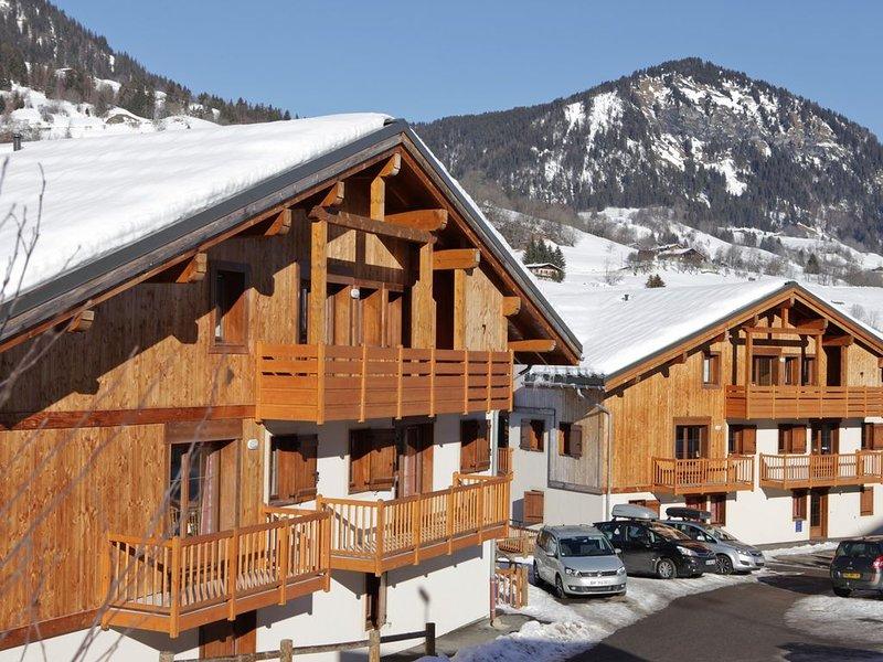 Appartement Cosy au Pied des Pistes | Local à Ski + Piscine Intérieure Chauffée, holiday rental in Flumet