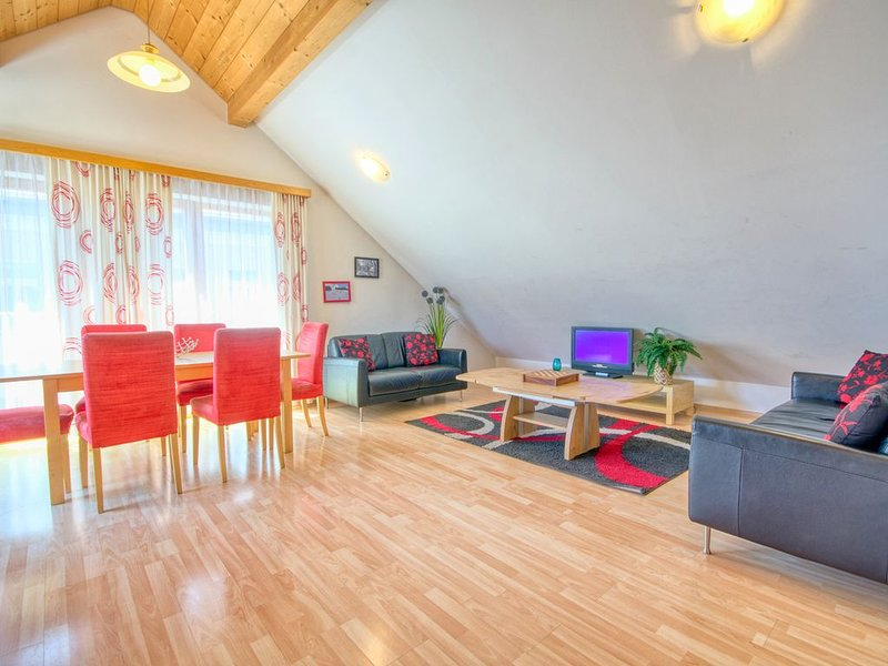 Apartment Central - luxury apartment, central location, sunny deck balcony, holiday rental in Zell am See