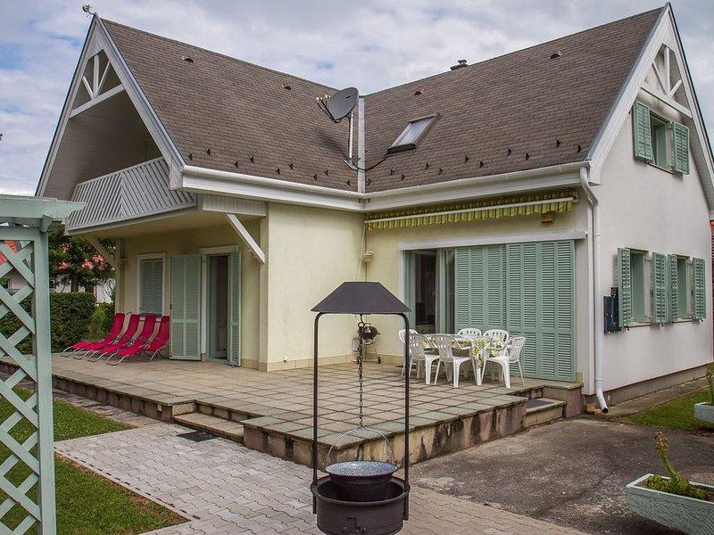 Ferienhaus kinderfreundlich ausgestattet in der Nähe vom Strand, casa vacanza a Vonyarcvashegy