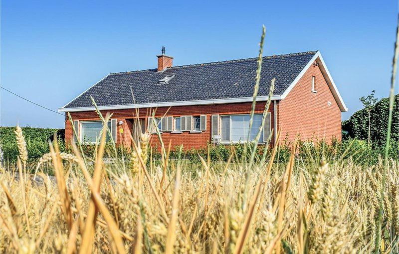 4 Zimmer Unterkunft in Ieper, holiday rental in Westvleteren