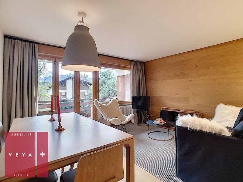Magnifique appartement 2 pièces entièrement rénové, proche du quartier prisé et, holiday rental in Bagnes