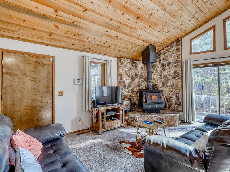 Spacious home with a deck - mountain living near the lake!, holiday rental in Markleeville