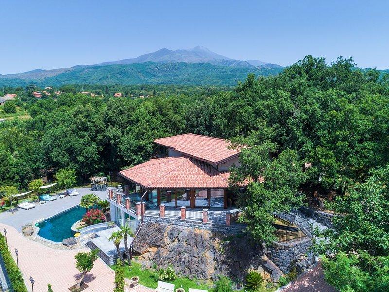 Meravigliosa e rilassante proprietà, piscina privata, piscina termale, holiday rental in Pedara
