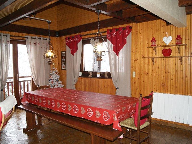 CHALET EN SAVOIE PRES DES PISTES ET CHEMINS RANDONNEES HIVER/ETE, holiday rental in Notre Dame de Bellecombe