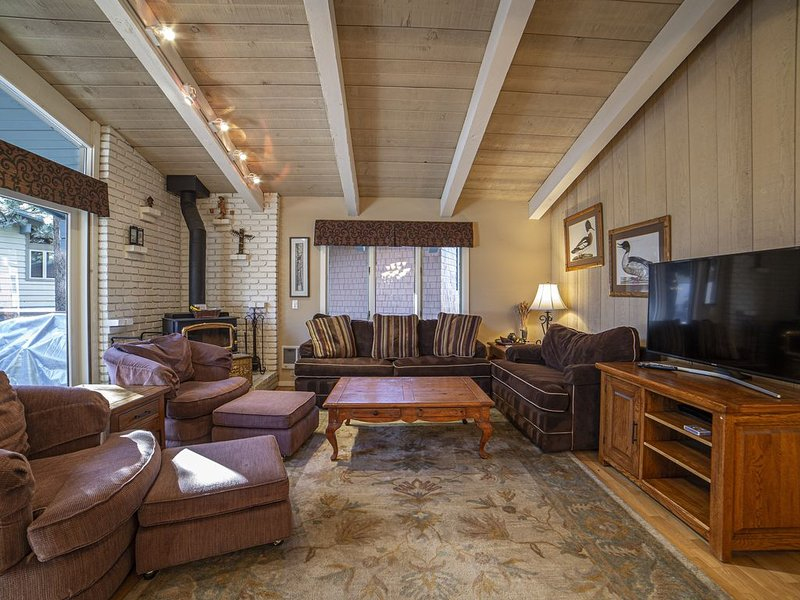 Mammoth Lakes Spacious Town-home - Beautiful! Sleeps 10, holiday rental in Mammoth Lakes