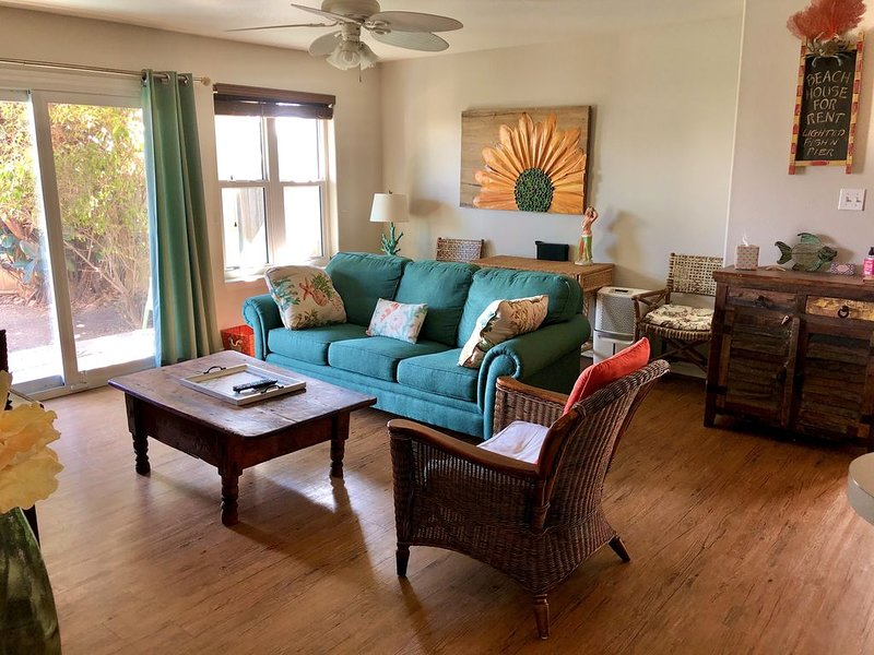 Cozy 2/2 condo two blocks from beach.   Canal access to Gulf., alquiler de vacaciones en Chapman Ranch