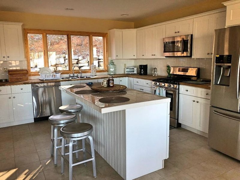 Gorgeous Mountain View 8 miles from Appalachian Trail, alquiler vacacional en Bakersville