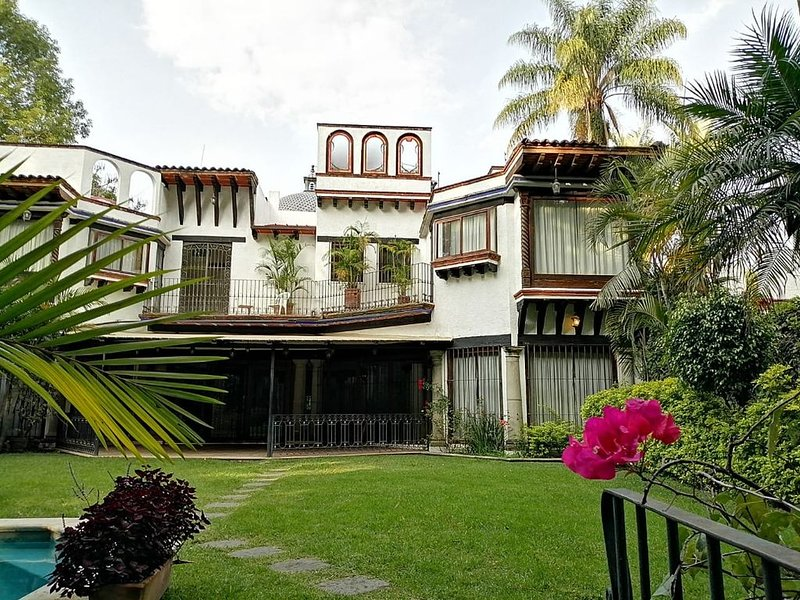 Beautiful, custom designed Mexican Villa in the 'City of Eternal Springtime', location de vacances à Morelos