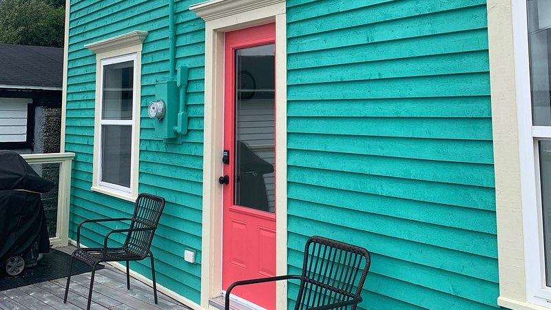 Rookery Cottage located in Historic Battery St. John's - new listing in 2018., location de vacances à Petty Harbour