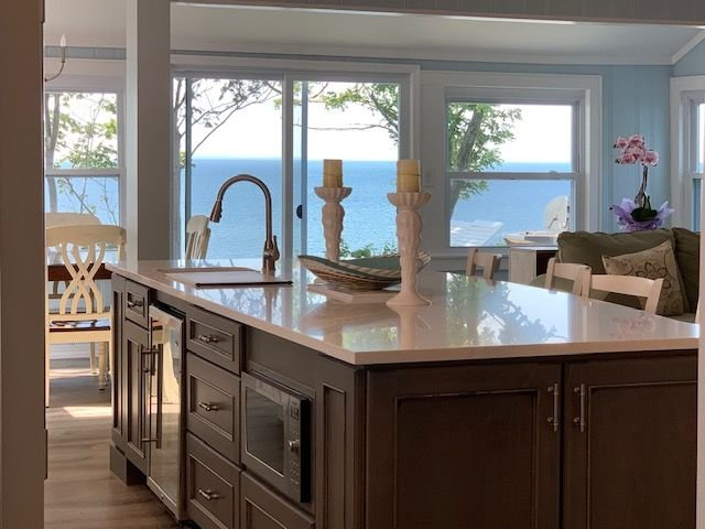 Blue Haven Brand New Beach house Panoramic Views Your own Private Beach!, holiday rental in Middle Island