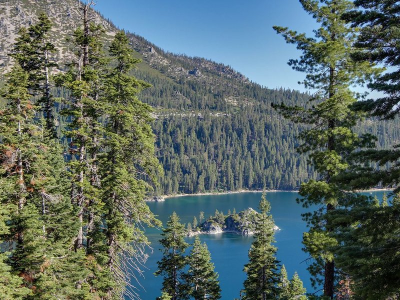 Spacious home with a deck - mountain living near the lake!, vacation rental in South Lake Tahoe