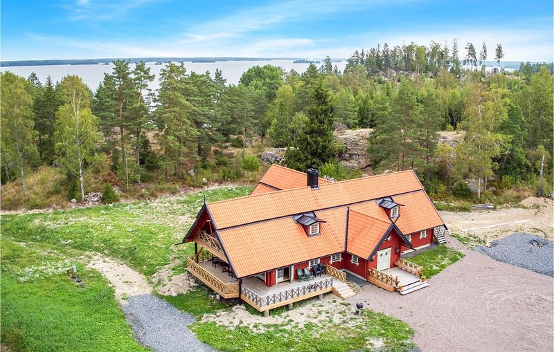 5 Zimmer Unterkunft in Västra Näshulta – semesterbostad i Södermanlands län