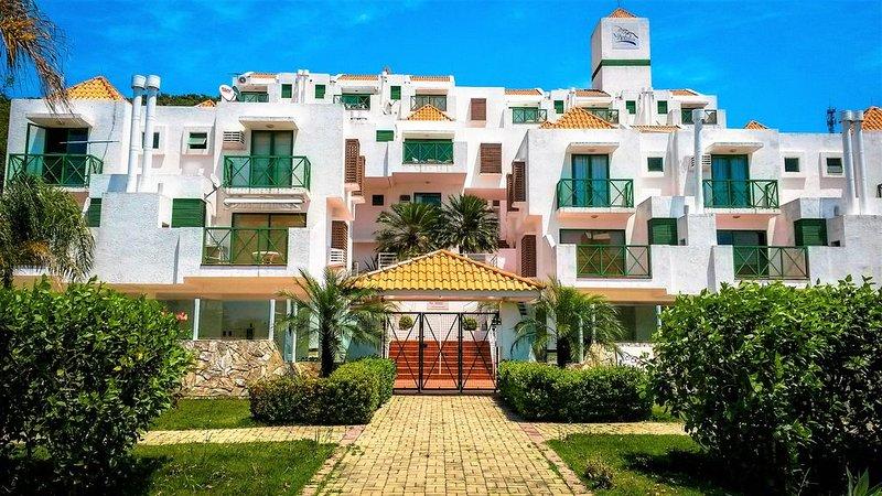 Triplex 03 quartos,WiFi, sacadão com churrasqueira, vista para mar com piscina, location de vacances à Ponta das Canas