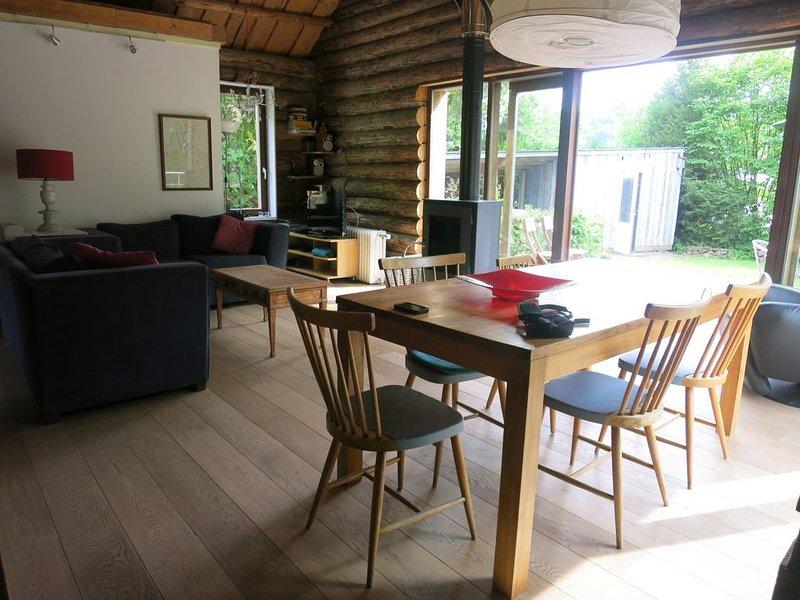 Wooden house, quiet, green space, walks in the woods, Ferienwohnung in Alle