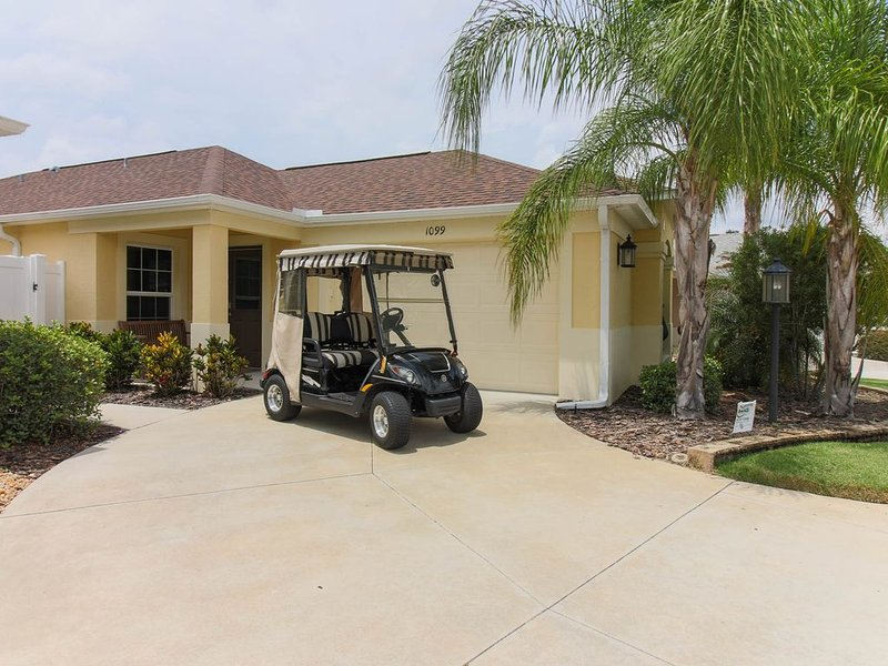 Upgraded Villa Surrounded by Golf Courses. Gas Golf Cart., location de vacances à Leesburg
