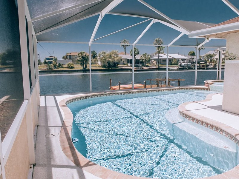 Easy Gulf access pool/jacuzzi,  dolphin visits, holiday rental in Hernando Beach