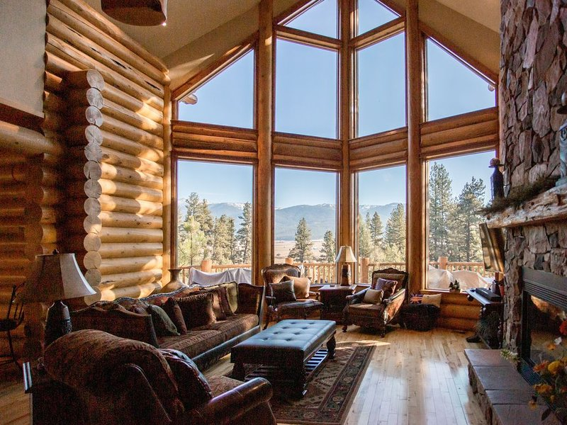 Majestic Log Cabin with Amazing Views; Near Brundage & MeadowCreek Golf Course, holiday rental in New Meadows