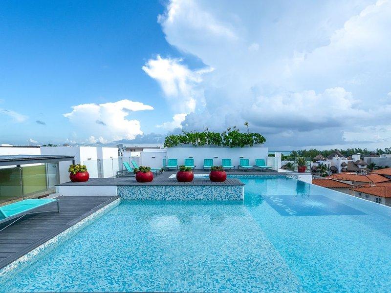 PARADISE in PLAYA;  Luxury Duplex Modern condo:  ELECTRIC included in rent!, alquiler de vacaciones en Playa del Carmen