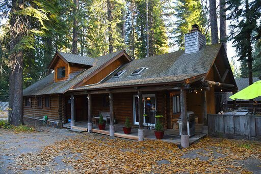 Enjoy Our Beautiful Log Home, vacation rental in McCloud