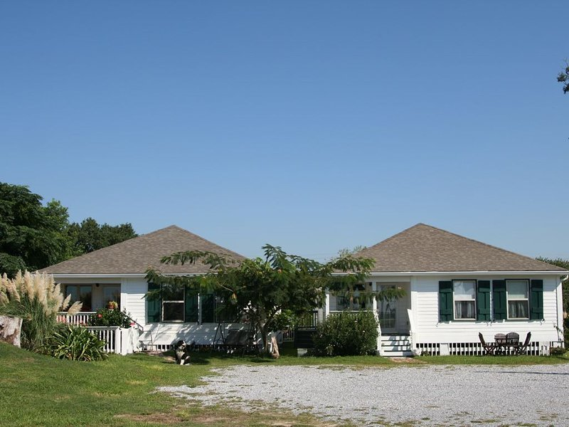 Harbor View Cottages-Overlooking Historic  Harbor and Beach, holiday rental in Pass Christian