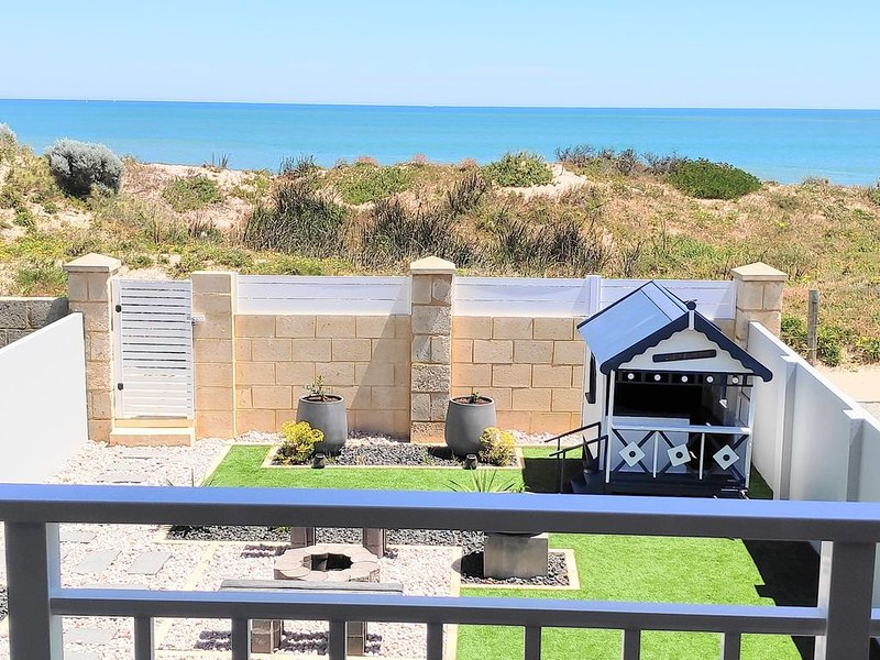 Luxury Beachfront House, holiday rental in Mandurah