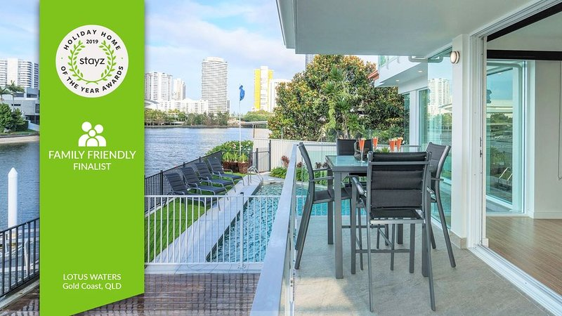 SPACIOUS HOME FOR FAMILY GROUPS - A SHORT WALK TO THE HEART OF BROADBEACH, holiday rental in Gold Coast