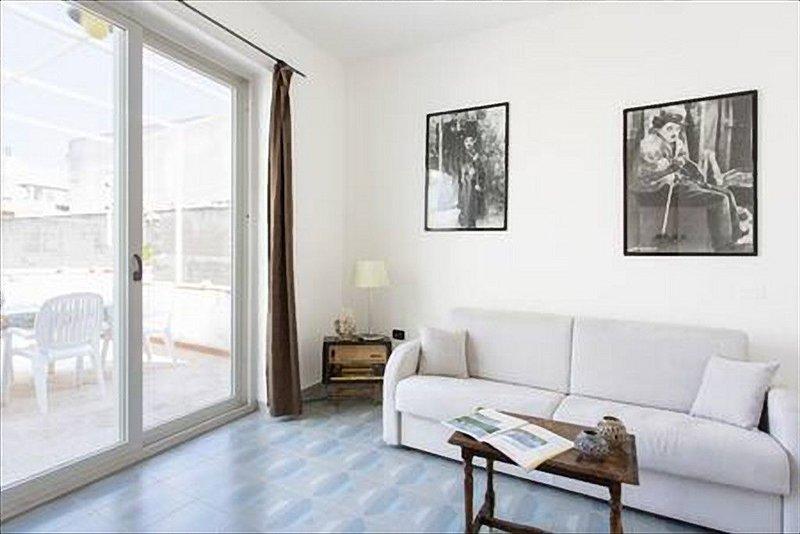 Appartamento vicino al mare per le vacanze a Sferracavallo, location de vacances à Sferracavallo
