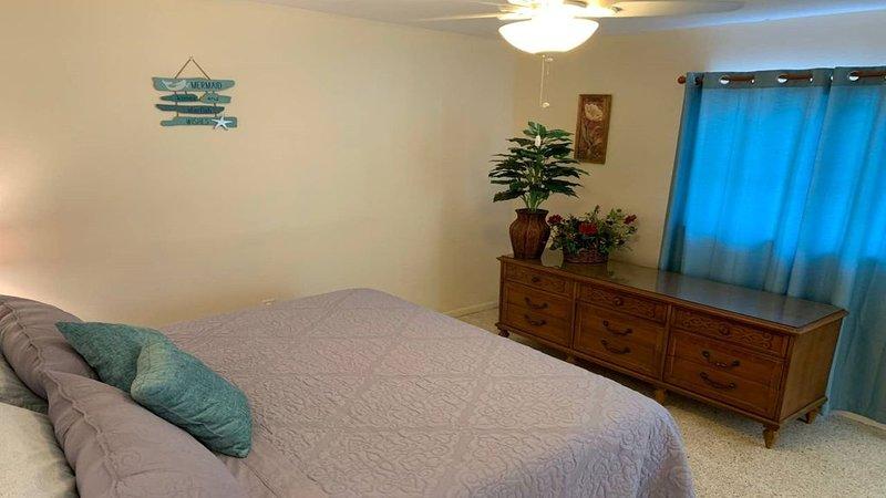 Spacious one bedroom with bonus Florida Room and private yard., aluguéis de temporada em Nokomis