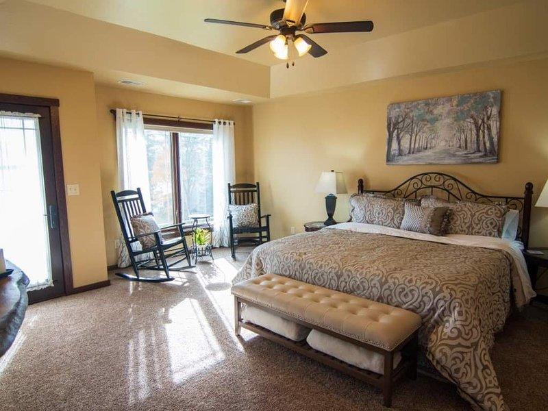 Classy Waterfront Property on Lake Metonga, vacation rental in Summit Lake
