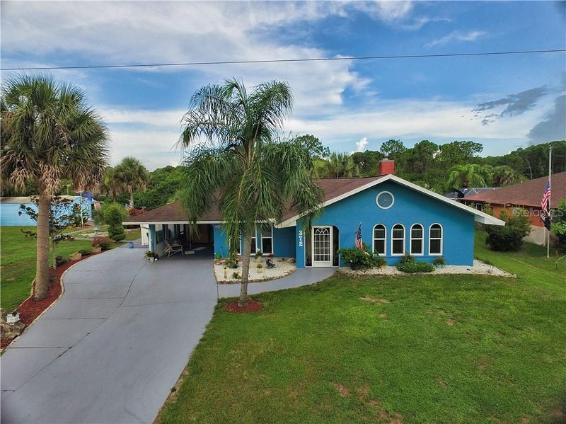 Great waterfront property with private dock, pool and tiki bar!, vakantiewoning in Warm Mineral Springs