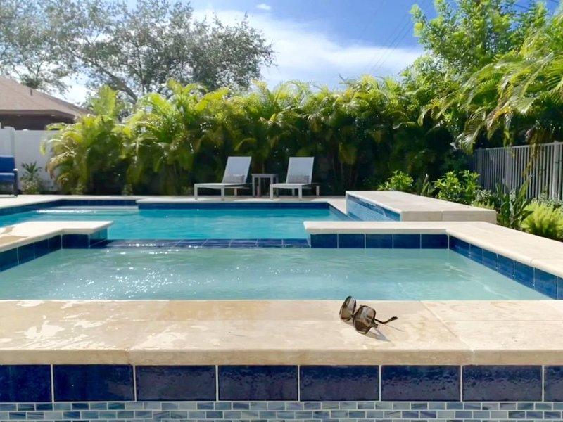New Resort style Pool/Spa minutes to Vanderbilt beach! BlueBeachBungalow1, alquiler de vacaciones en Vanderbilt Beach