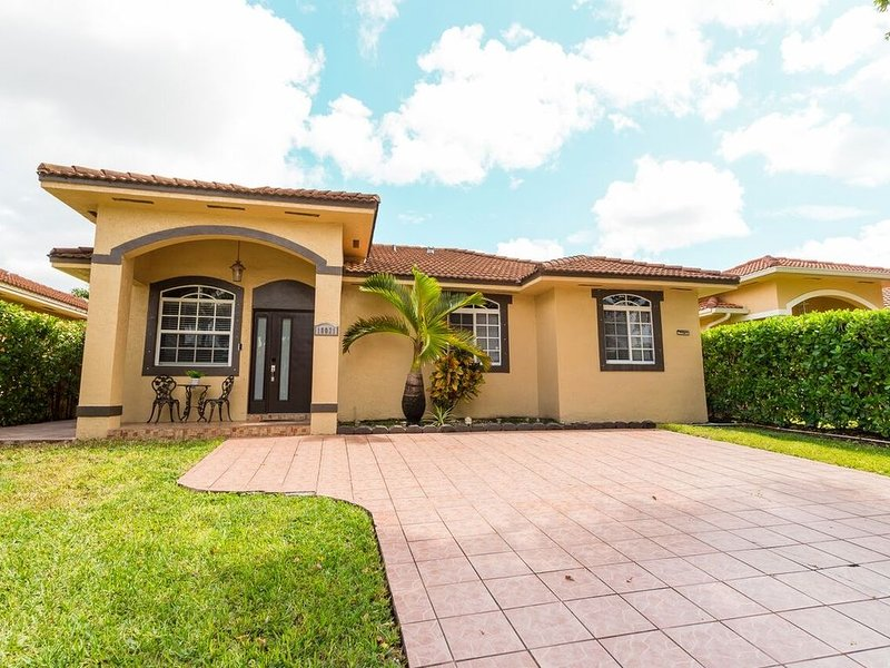 Single family home near Zoo Miami, alquiler vacacional en Florida City