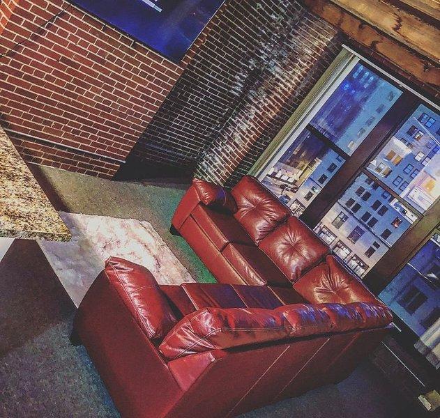 Exclusive Luxury Loft (Washington Ave) 2G, vacation rental in Collinsville