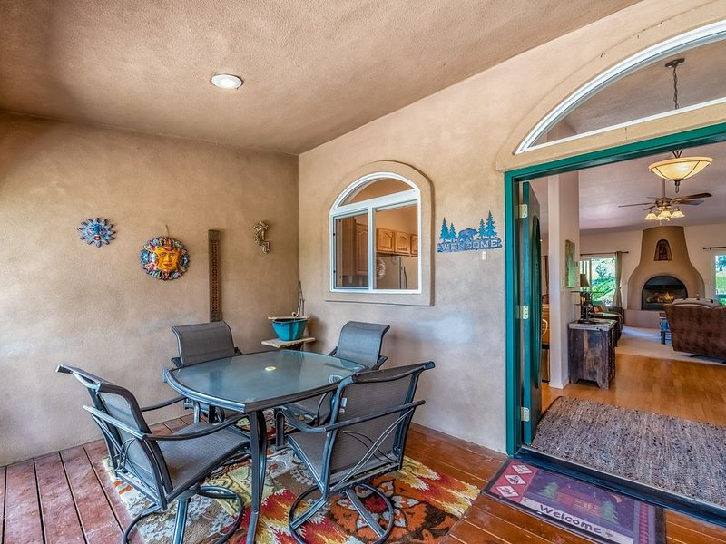 The Peaceful Nest: 3 Bedrooms, Beautiful Scenery, Quiet Surroundings, AND a Hot, alquiler de vacaciones en Alto