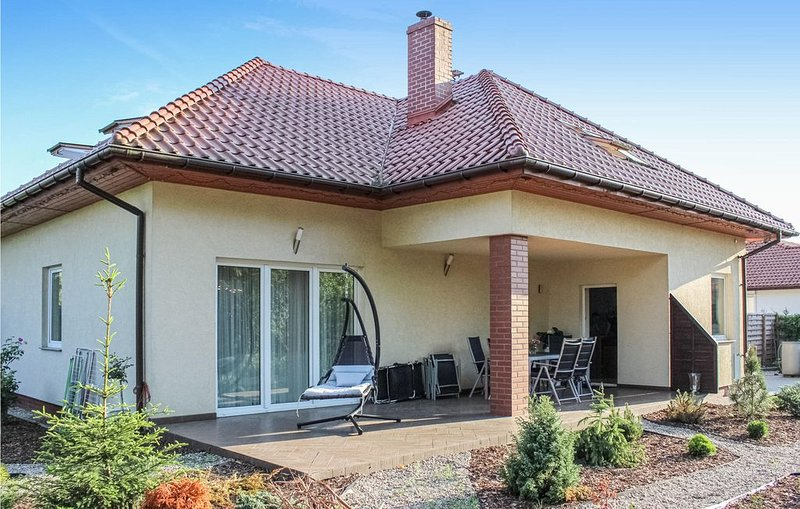 3 Zimmer Unterkunft in Kobylanka, holiday rental in Morzyczyn
