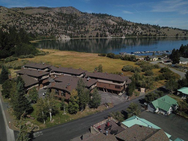 2 bedroom 2 bath + loft, location de vacances à June Lake