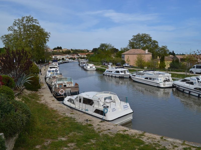 Appartement pour 2 personnes  'L'instant Canal', vacation rental in Capestang