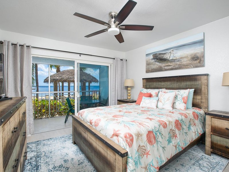 Two Bedroom Beachfront Condo in Paradise, vacation rental in North Side