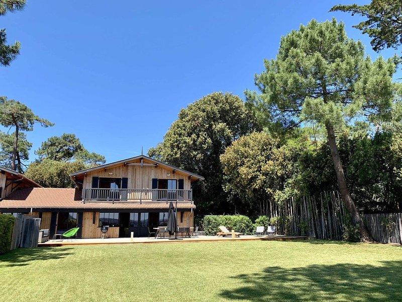 La plage est en face ! Grande maison haut standing, beau Jardin terrasse, vacation rental in Cap-Ferret