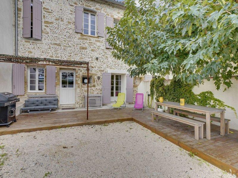 MAS DE LA GARANCE  pour 9 personnes avec mini piscine, holiday rental in Morieres-les-Avignon