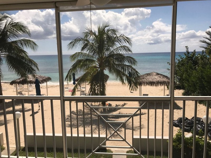 Spectacular 2 bedroom/2 bath Seven Mile Beach Condo., holiday rental in West Bay