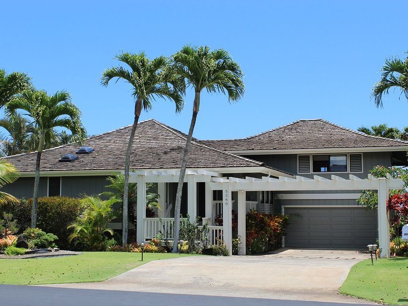 Poipu 3 Bd/4BA~ Pool~on Golf Course~Mt/Ocean View~Beach, holiday rental in Poipu