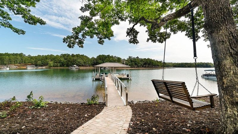 NEW Lake Keowee Home minutes from Clemson, holiday rental in West Union