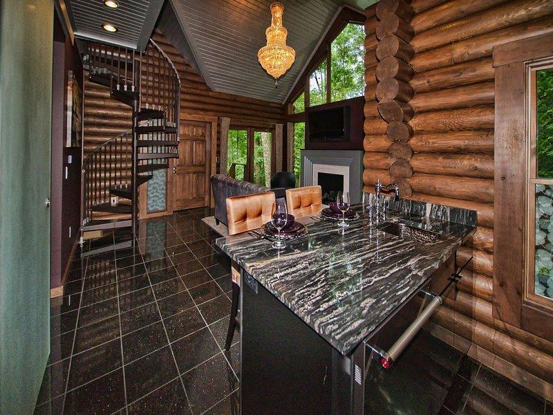 Opulent Luxury~Hot Tub~Kayaks/Canoe/Bikes/Massage Chair/Sauna~3-D photos~Couples, holiday rental in Logan