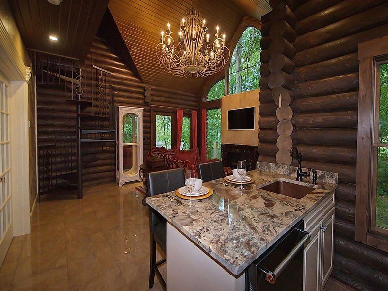 Opulent Luxury~Hot Tub~Kayaks/Canoe/Bikes~3-D photos~Fire Table~King Bed~Couples, vacation rental in Logan