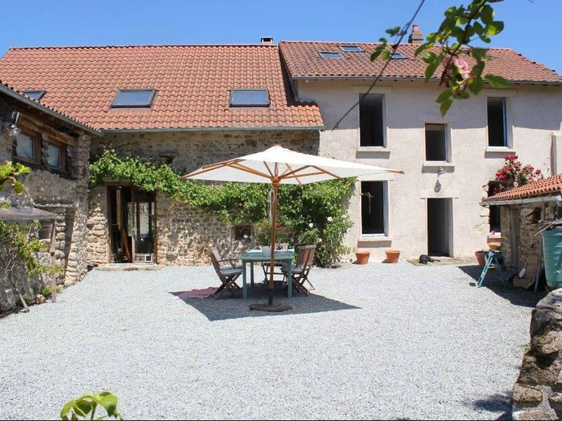 Maison Des Etoiles (NEW for summer 2021!) A perfect rural retreat, vacation rental in Saint-Sornin-Leulac