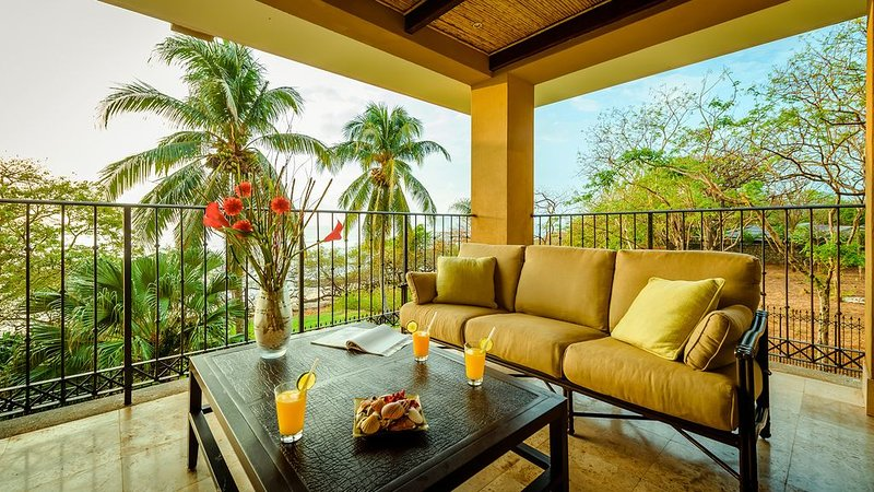 Oceanfront Luxury, Steps To The Sand! 3br3ba, Views, Privacy And Amenities!!, holiday rental in Playa Langosta
