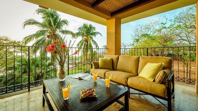 Oceanfront Luxury, Steps To The Sand! 3br3ba, Views, Privacy And Amenities!!, aluguéis de temporada em Playa Langosta