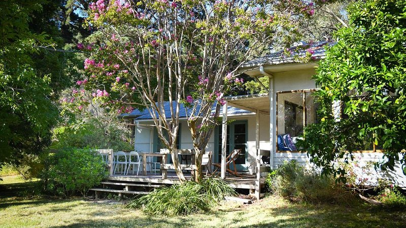 Al's Shack - Short drive to Pt Leo Beach & Pt Leo Estate, holiday rental in Red Hill
